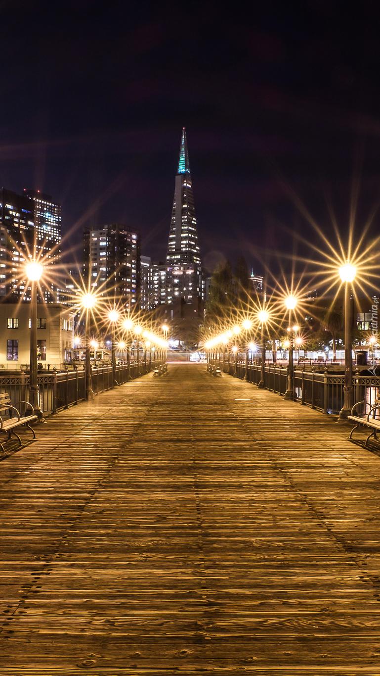 Oświetlone molo w San Francisco
