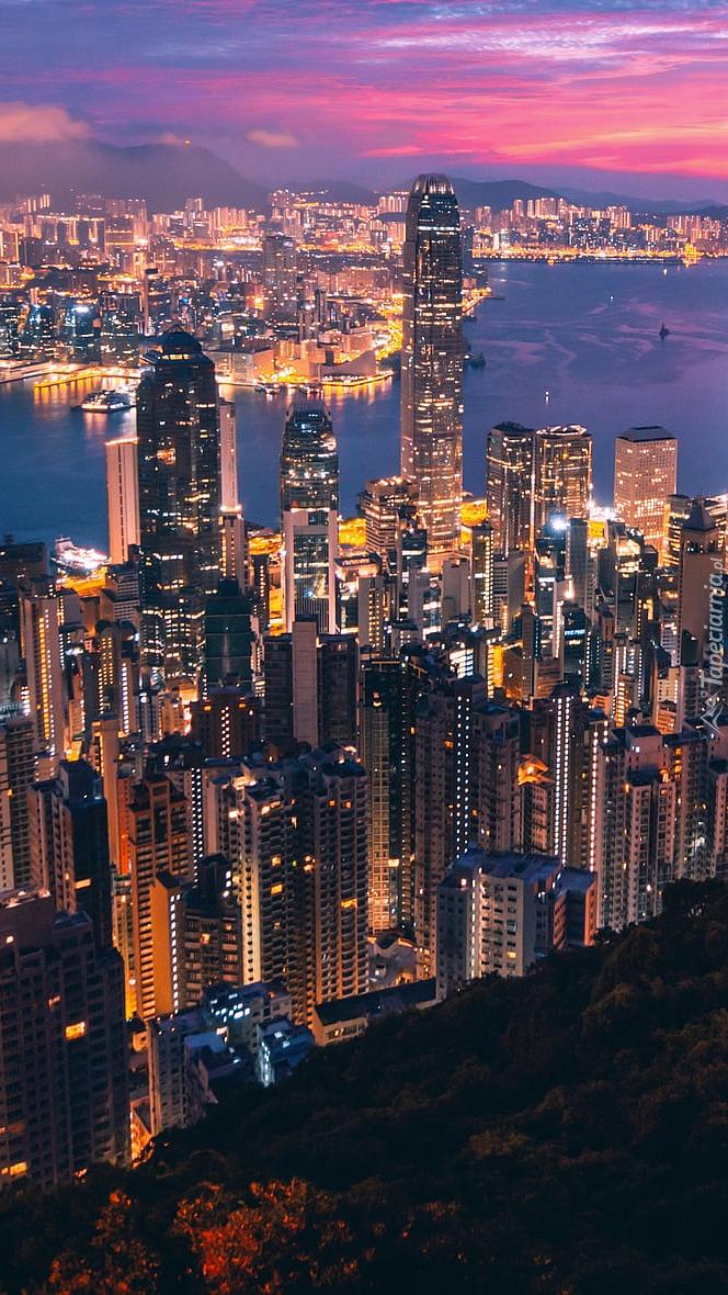 Oświetlony Hongkong nocą