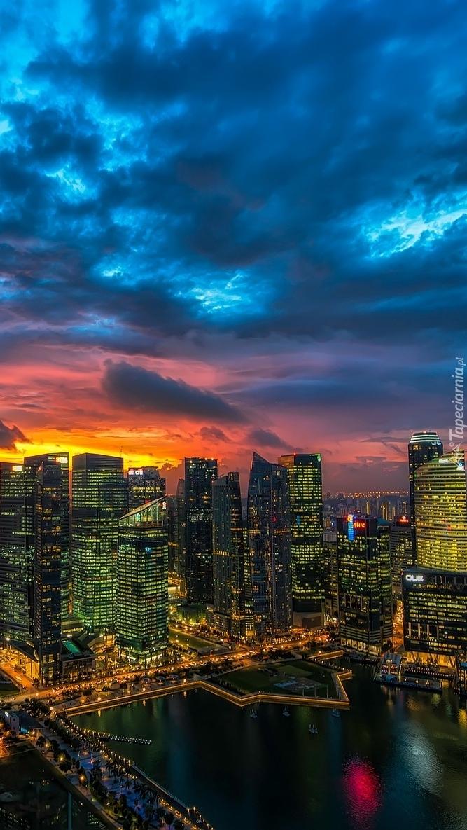 Oświetlony Manhattan