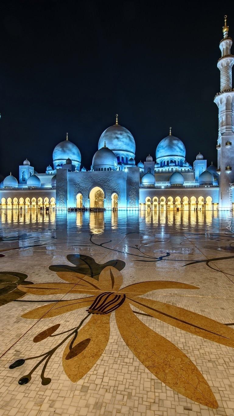 Oświetlony meczet w Abu Dhabi