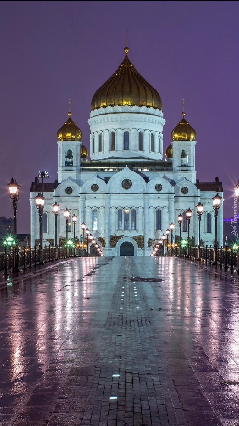 Oświetlony most w Moskwie