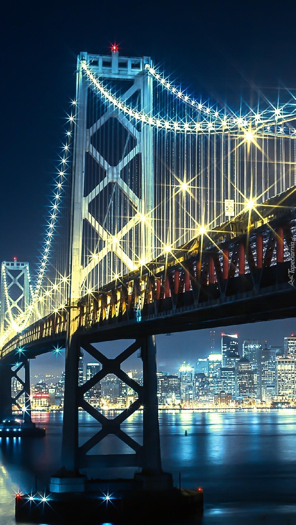 Oświetlony most w San Francisco