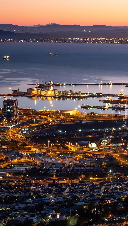 Oświetlony port w Kapsztadzie