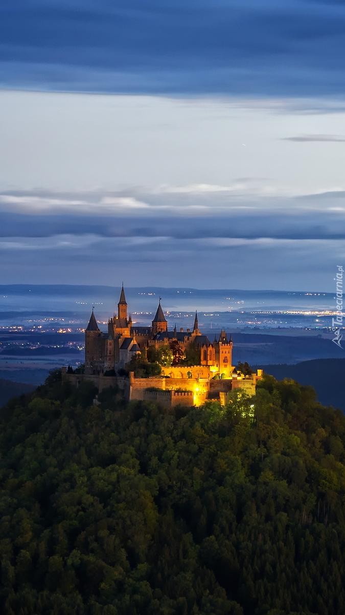 Oświetlony zamek Hohenzollern