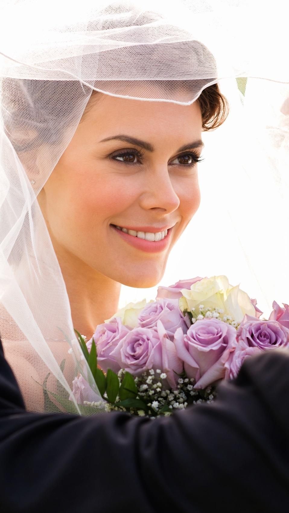 Panna młoda z welonem i kwiatami