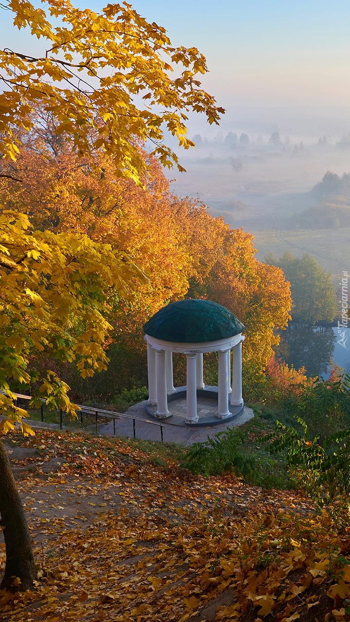 Panteon w parku