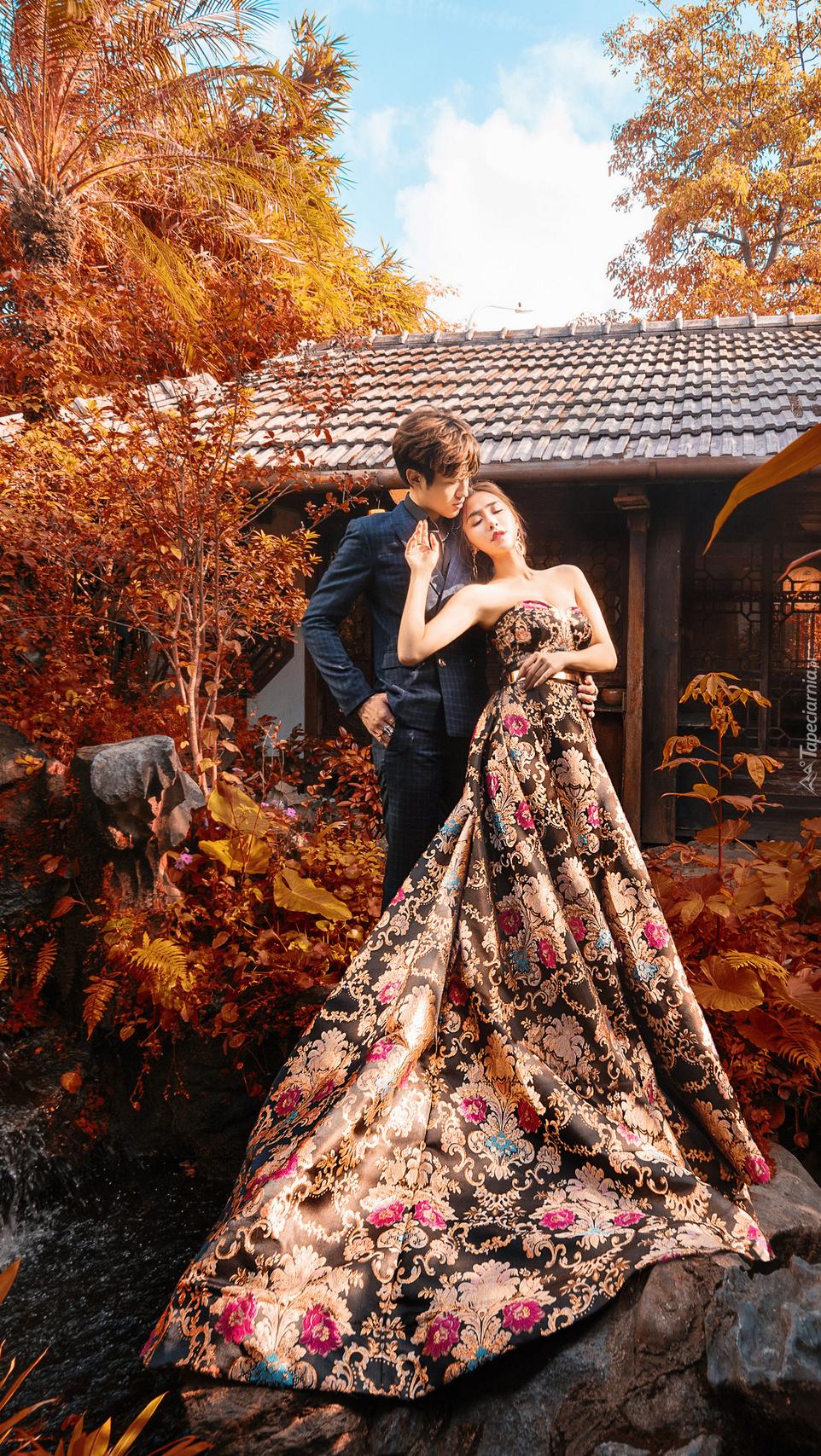 Para zakochanych w ogrodzie