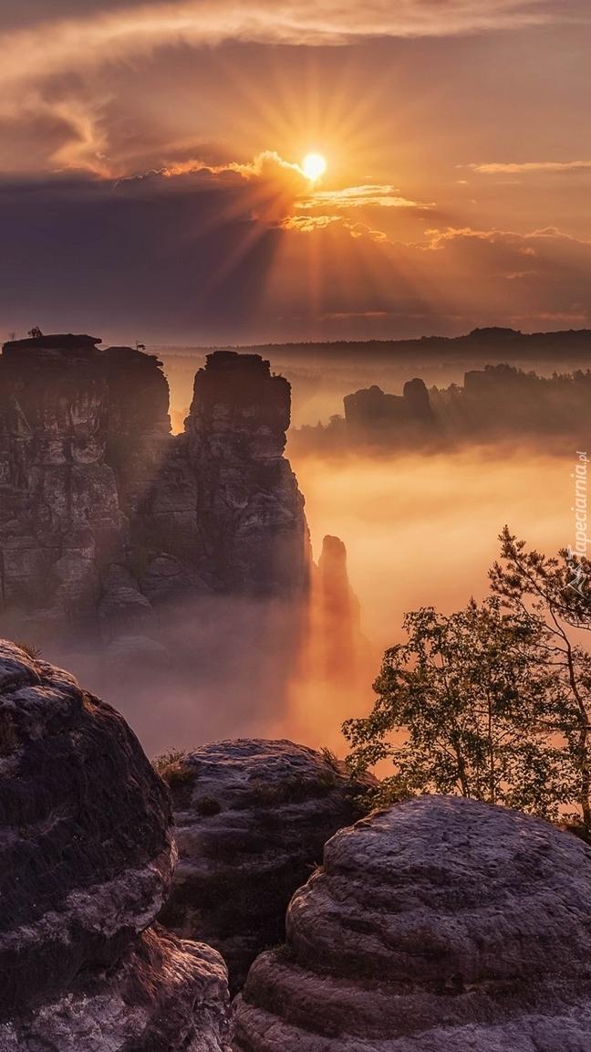 Park Narodowy Saskiej Szwajcarii we mgle