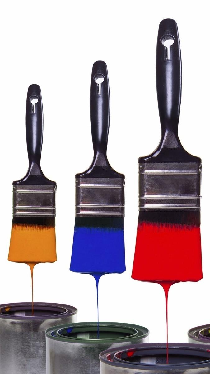 Pędzle zamoczone w farbie