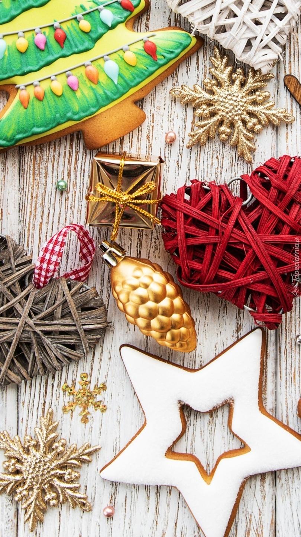 Pierniczek i świąteczne ozdoby