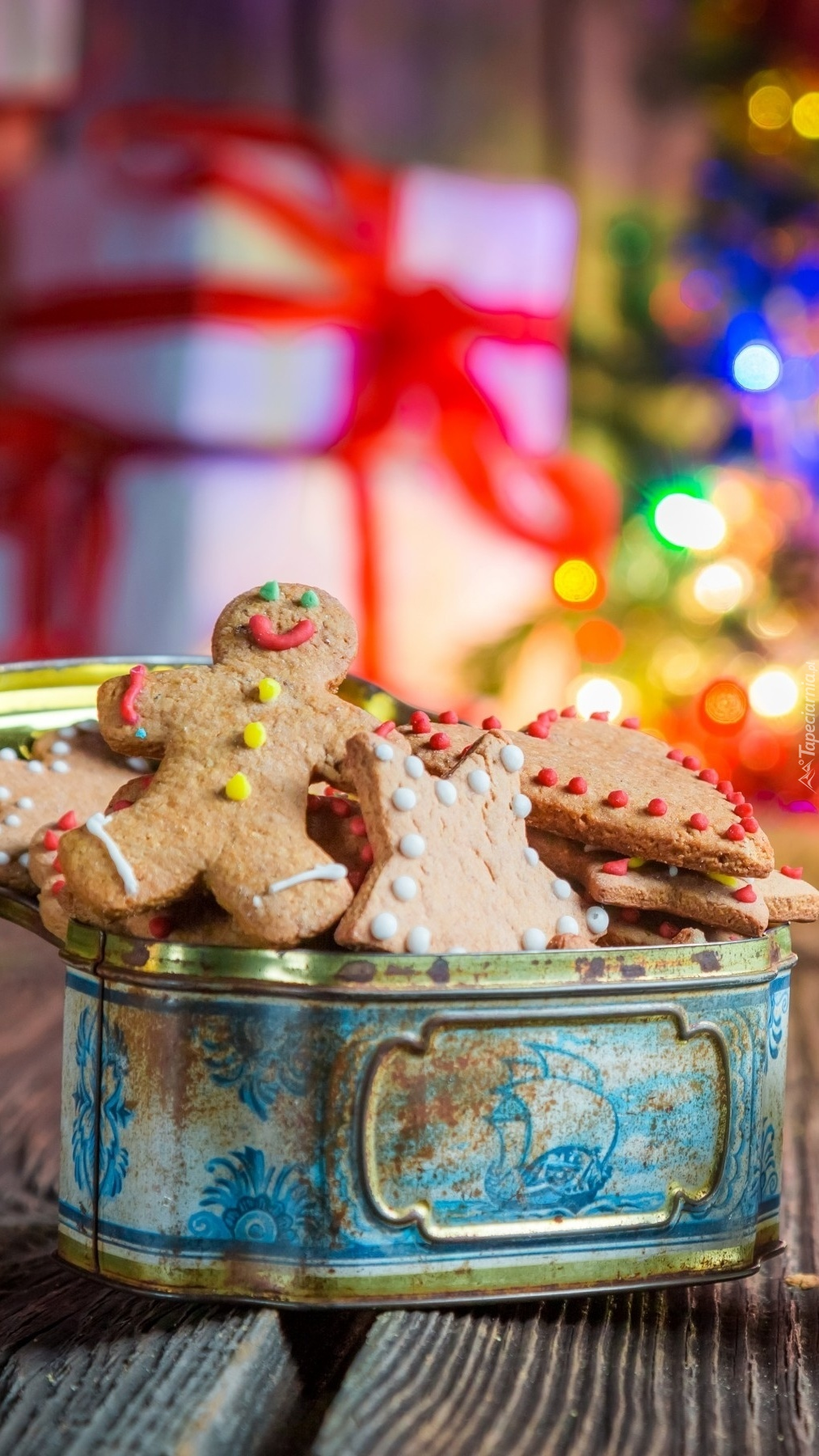 Pierniki w świątecznym pudełku