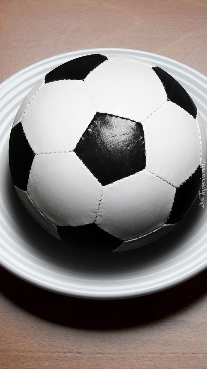 Piłka nożna na talerzu