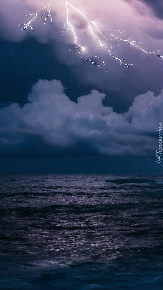 Pioruny nad morzem