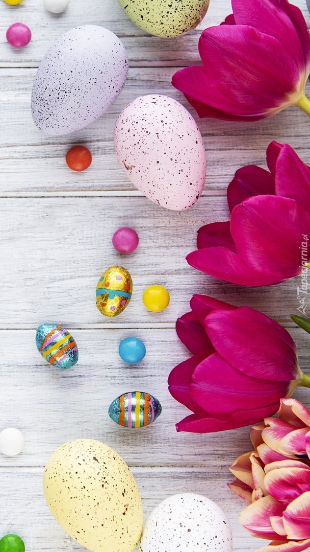 Pisanki i tulipany