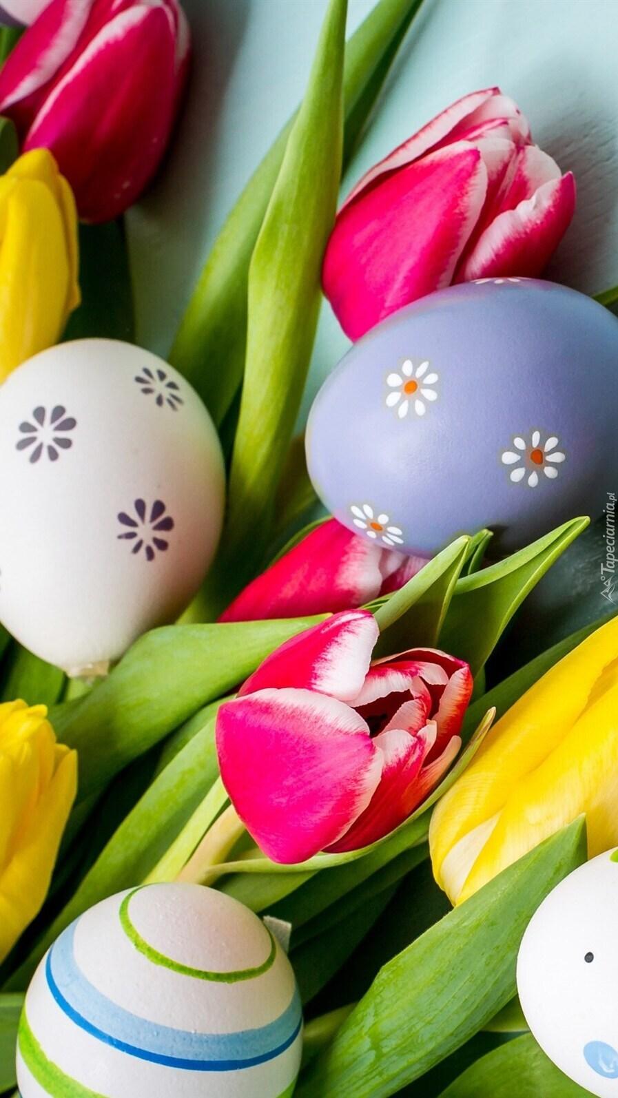 Pisanki na tulipanach