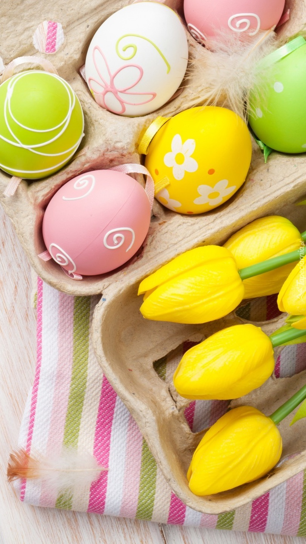 Pisanki z tulipanami i piórkiem