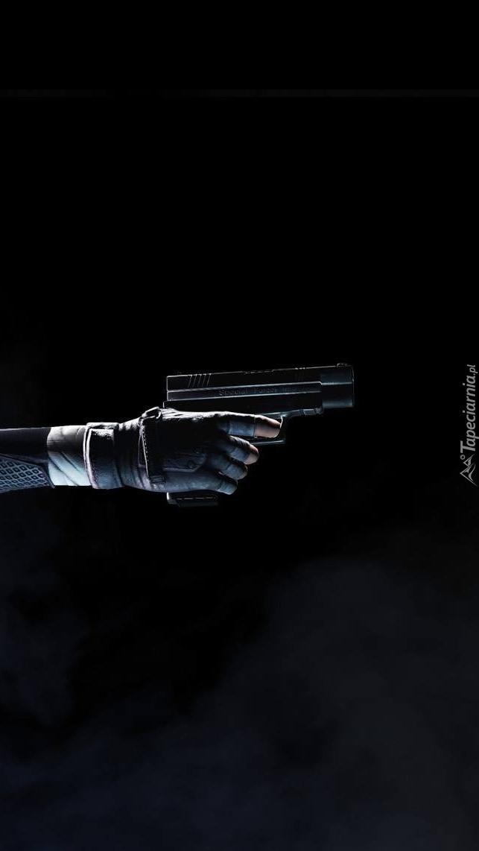 Pistolet w dłoni