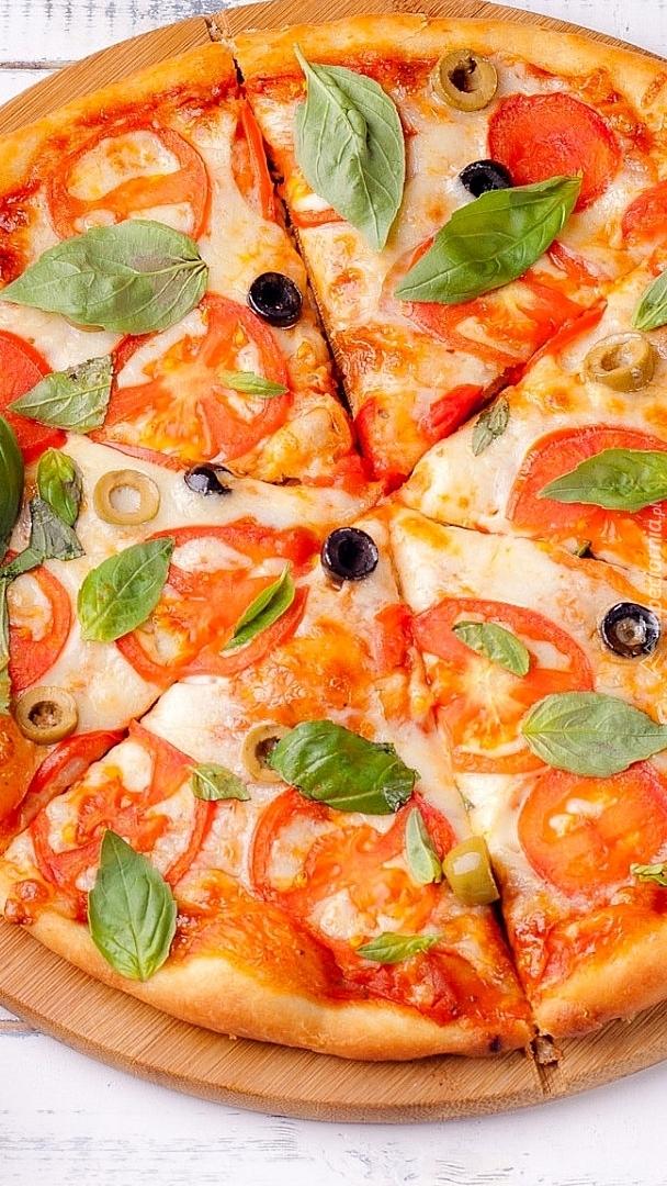 Pizza z bazylią