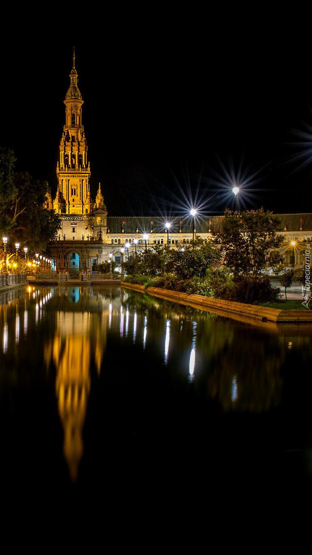 Plac Hiszpański w Sewilli nocą
