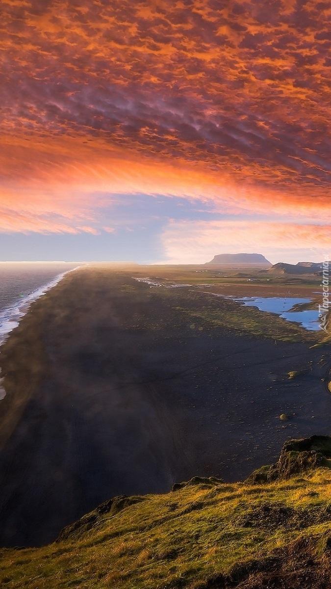 Plaża Reynisfjara w Islandii