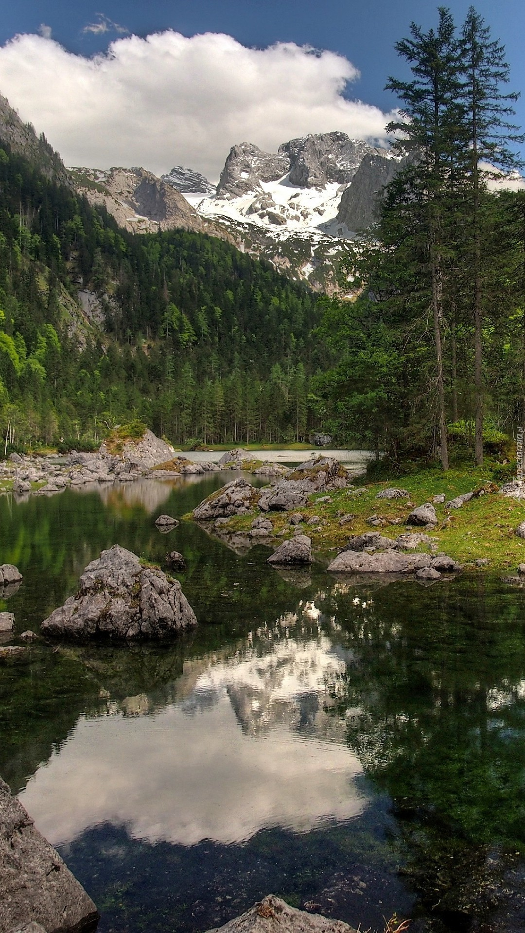 Płytkie kamieniste jezioro