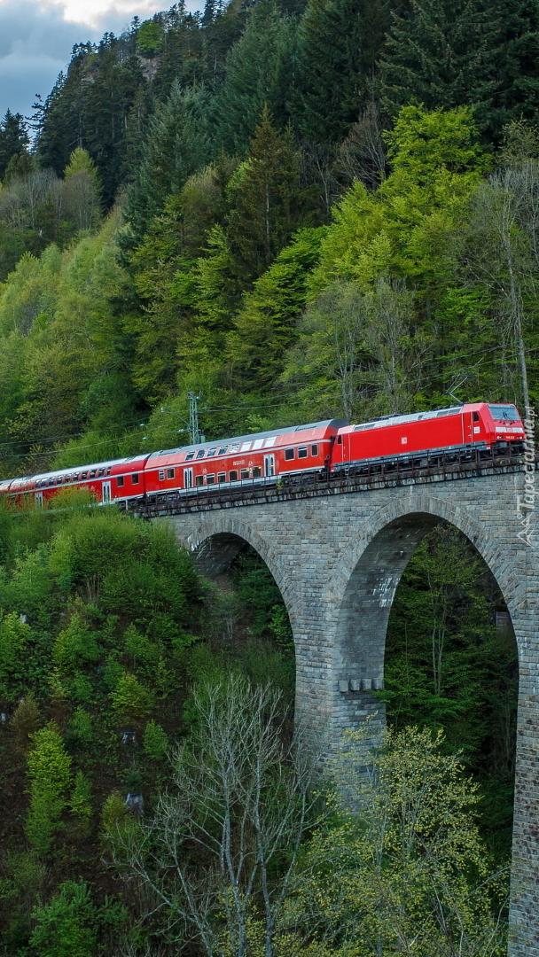 Pociąg na wiadukcie