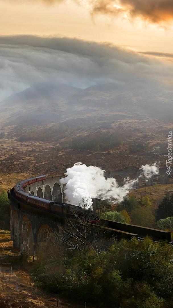 Pociąg parowy na wiadukcie Glenfinnan