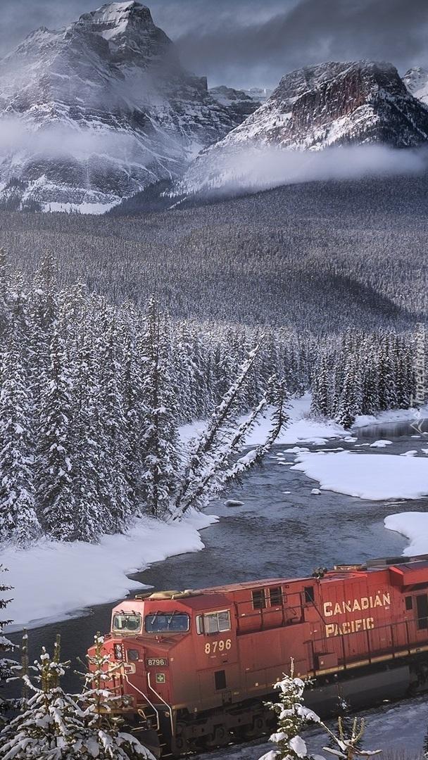 Pociąg w Parku Narodowym Banff
