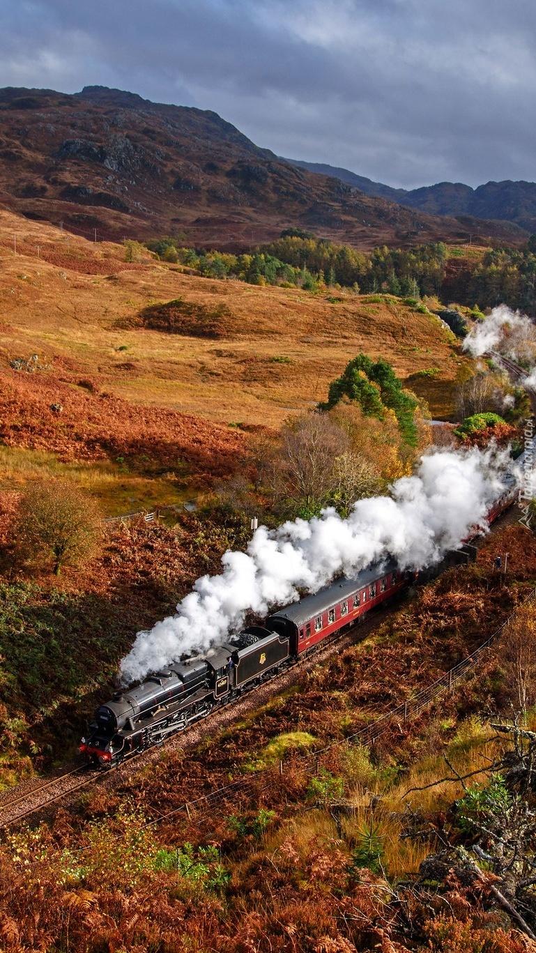 Pociąg z lokomotywą parową