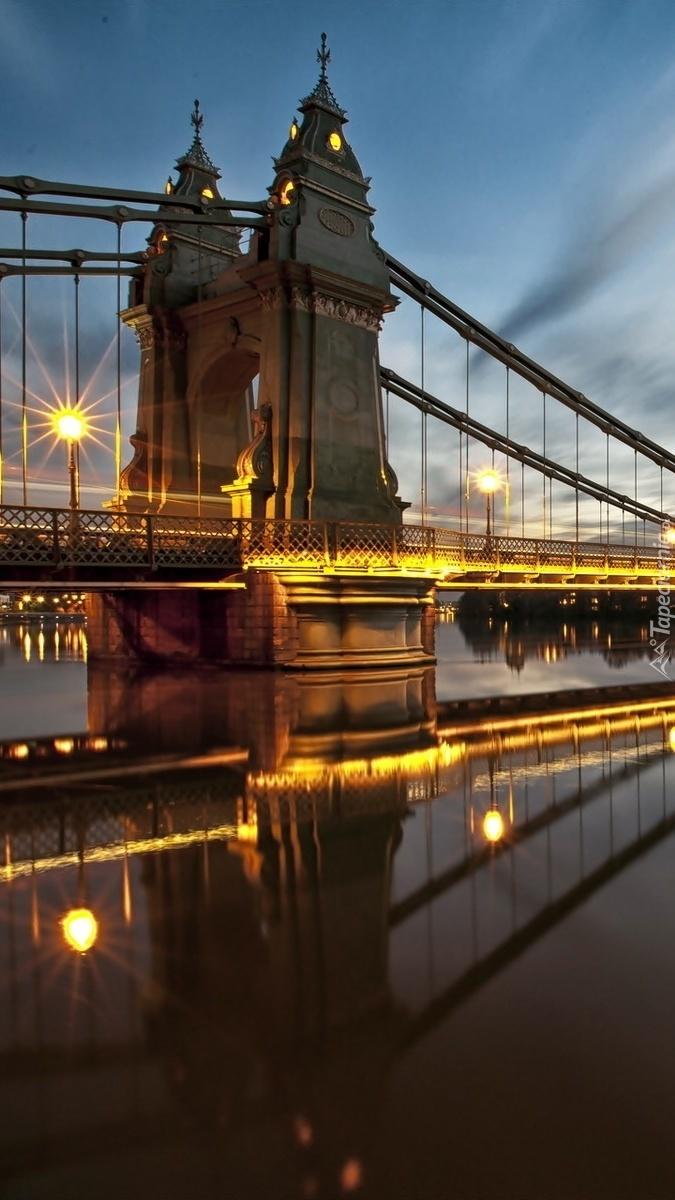 Podświetlony londyński most