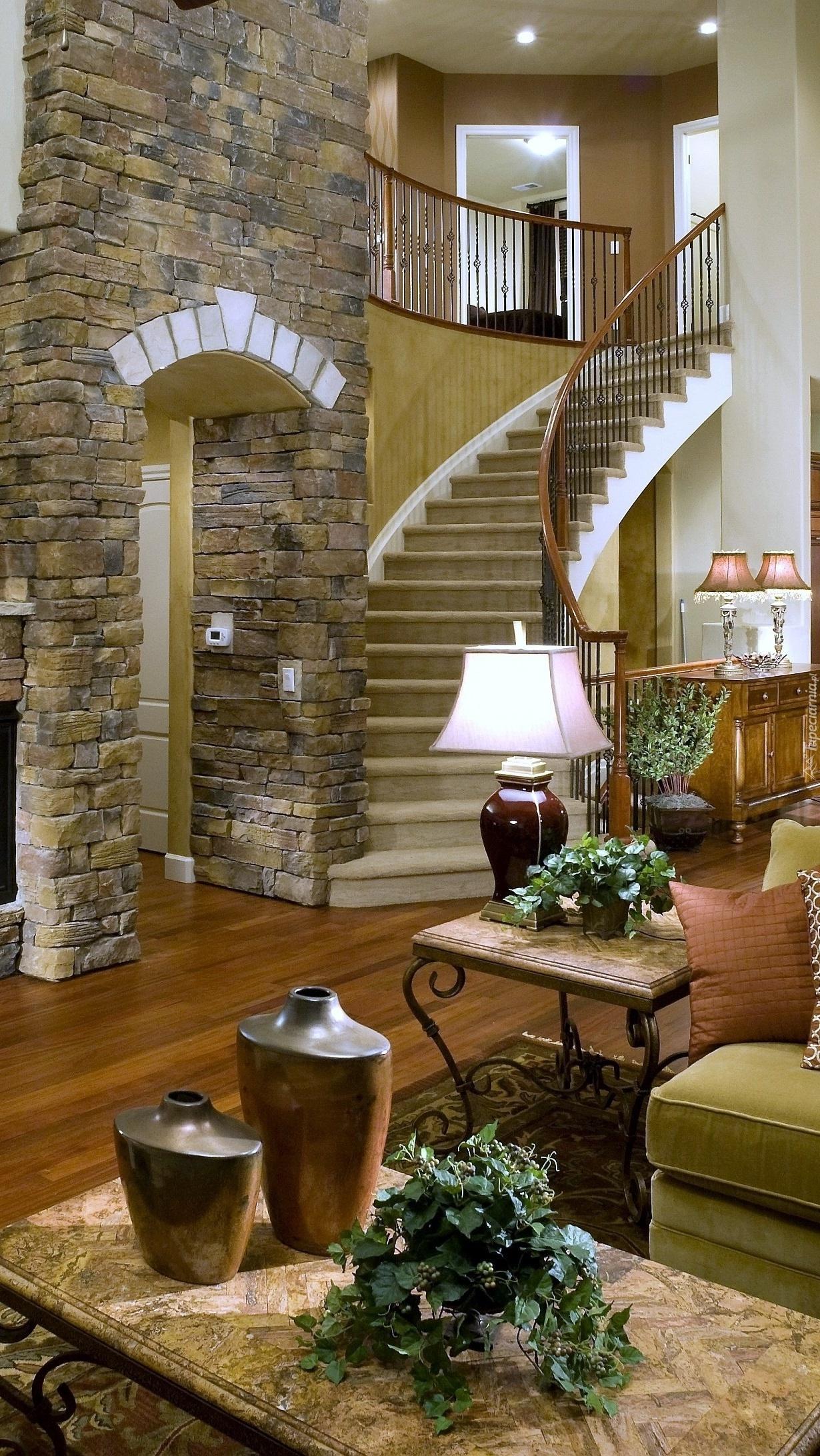 Pokój dzienny ze schodami