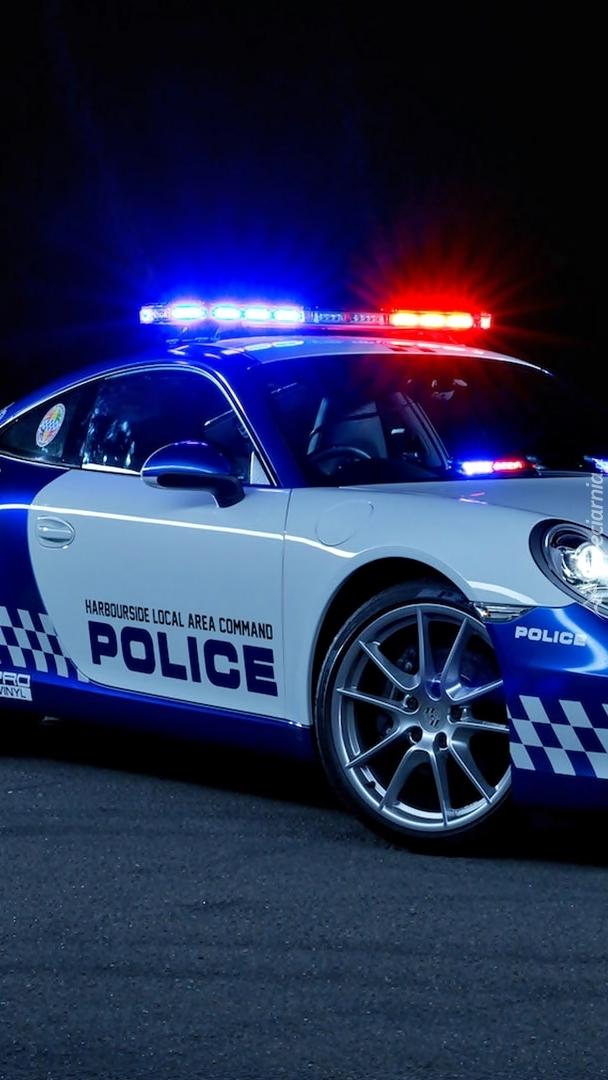 Policyjne Porsche 911 na sygnale