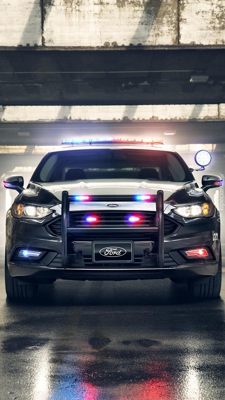 Policyjny Ford Responder Hybrid Sedan