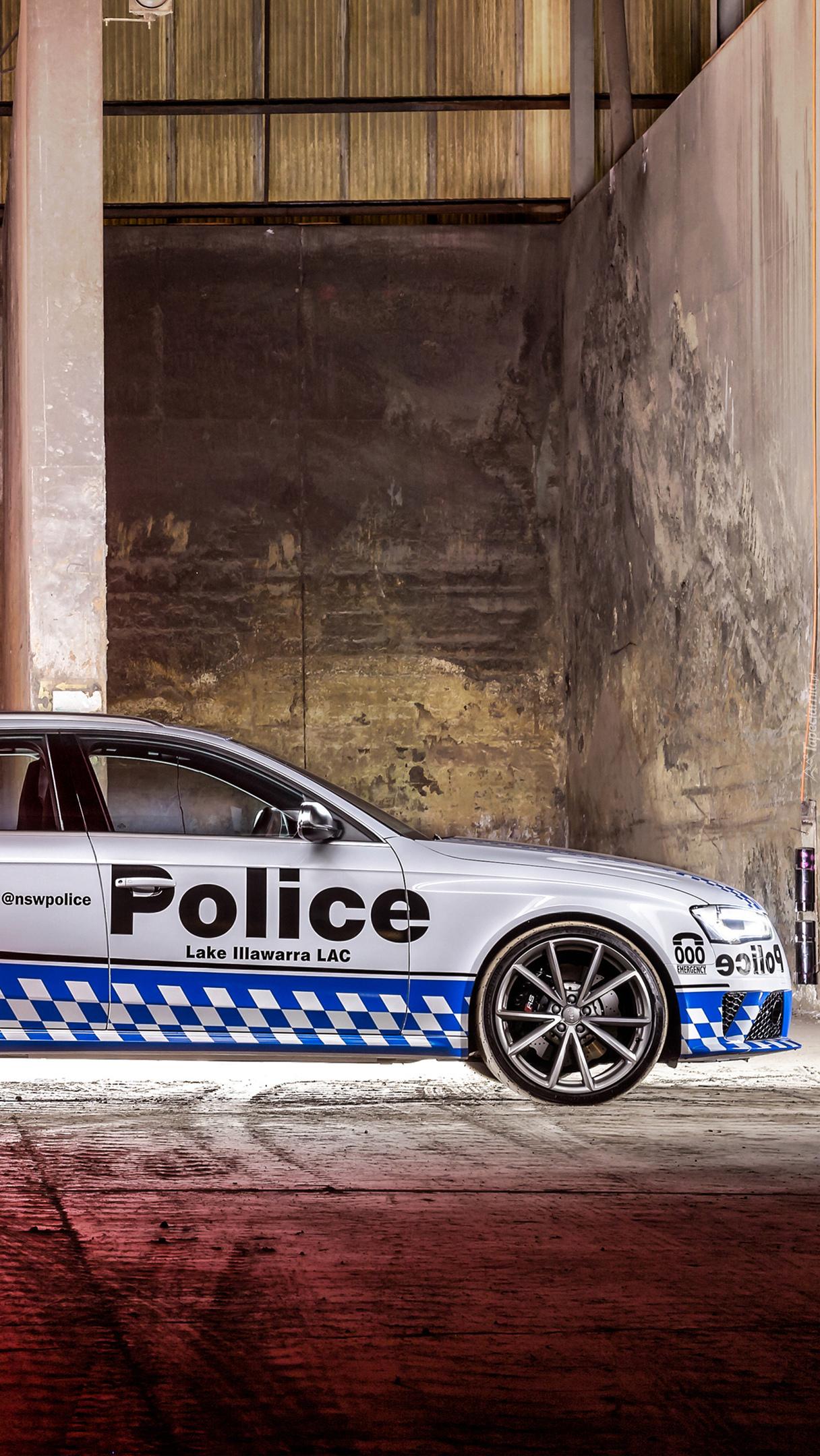 Policyjny samochód Audi RS4 Avant