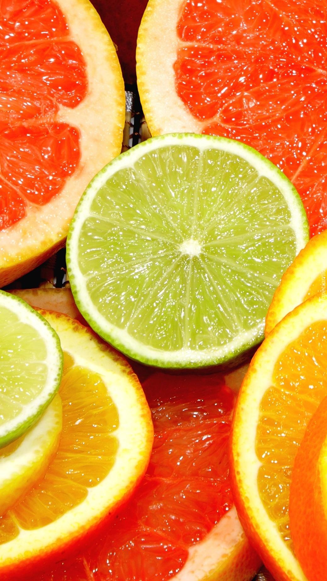 Pomarańcze z cytrynką i kawałkiem grejpfruta