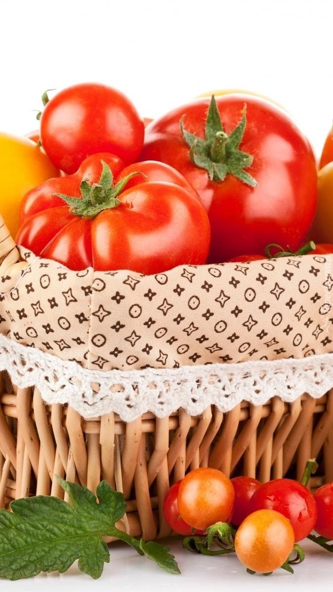 Pomidory w koszyku