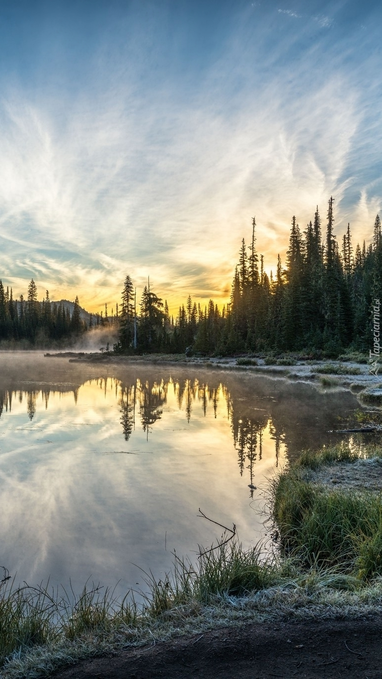Poranek nad jeziorem Reflection Lakes
