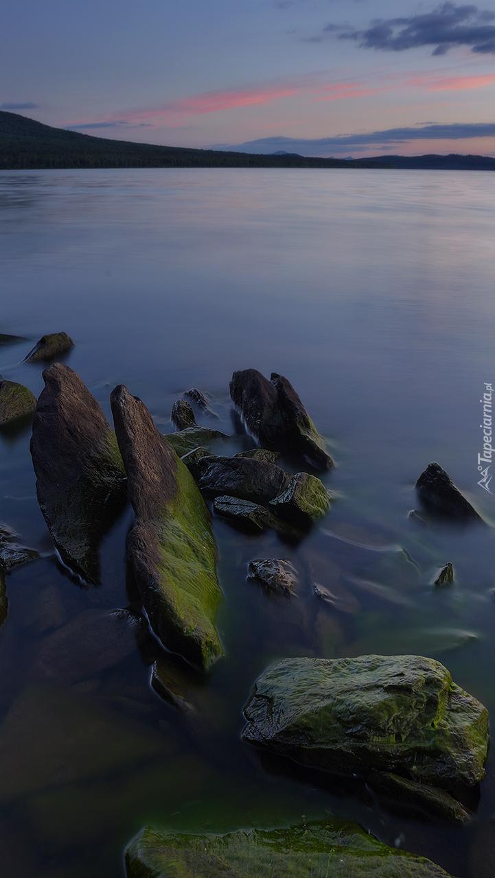 Poranek nad jeziorem Ziuratkul