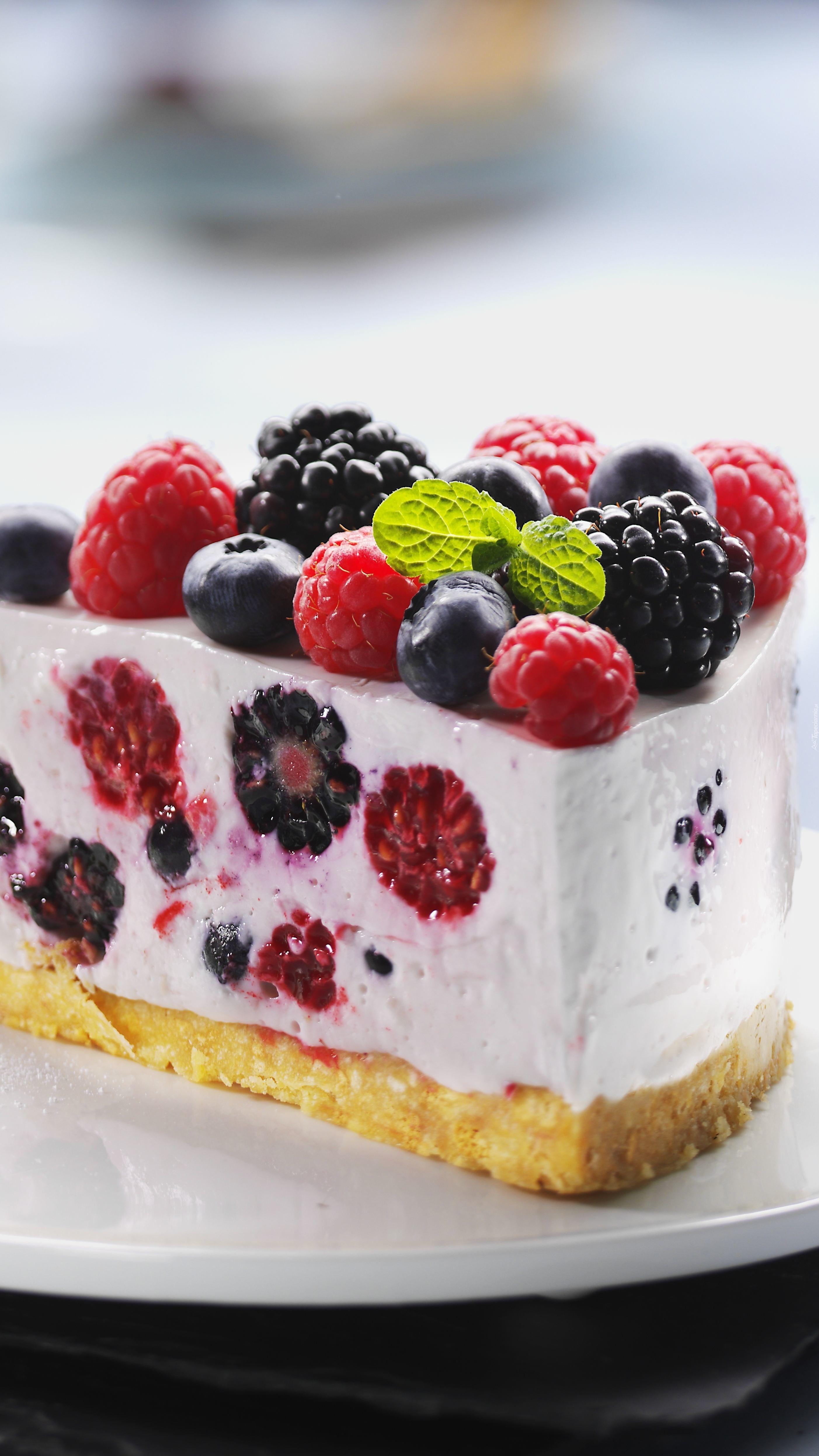 Porcja ciasta z owocami