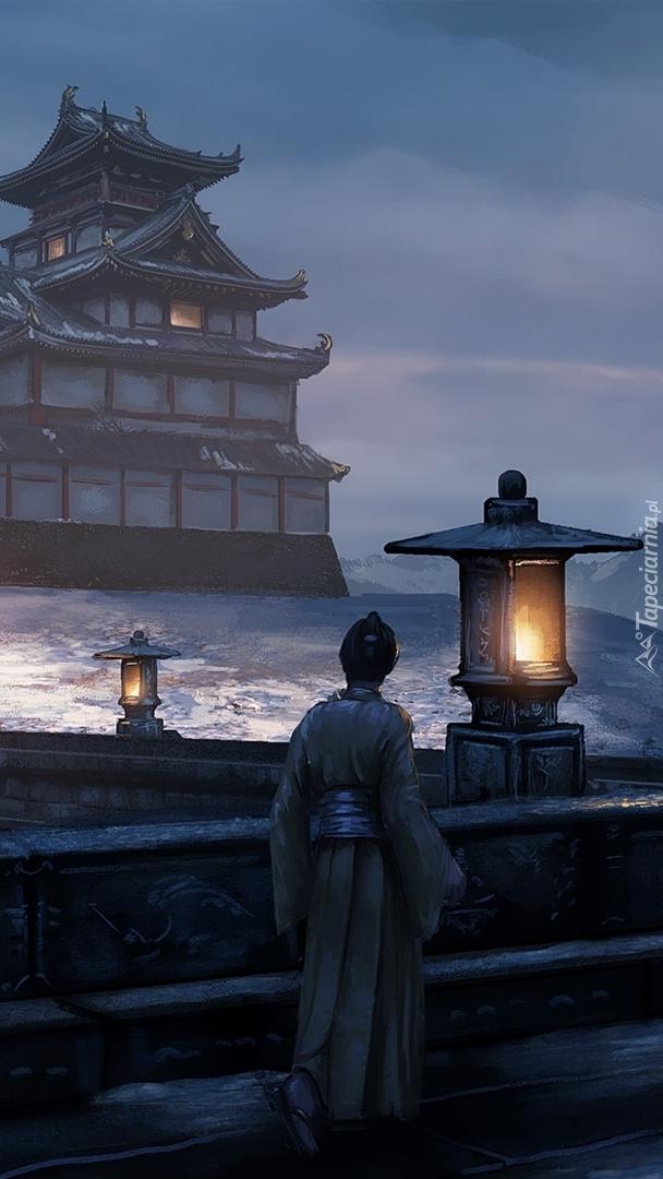 Postać idąca w stronę świątyni