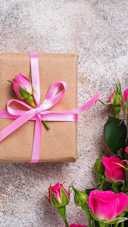 Prezent i pąki róż