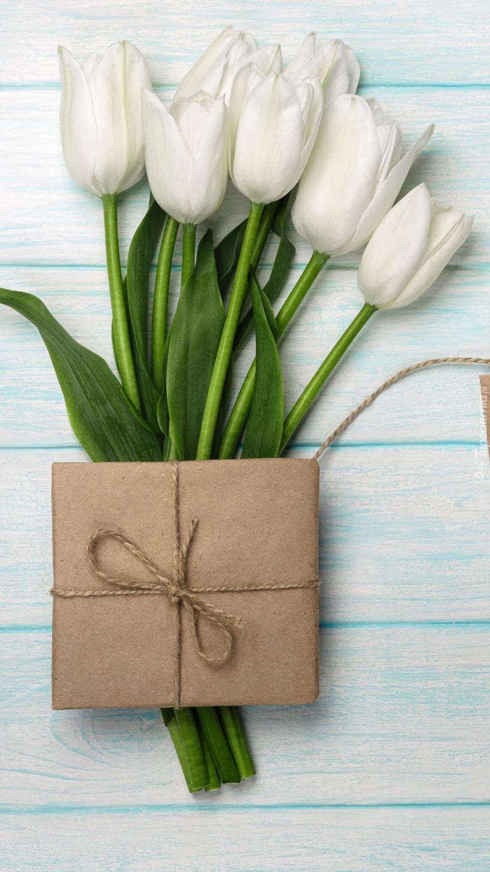 Prezent na tulipanach