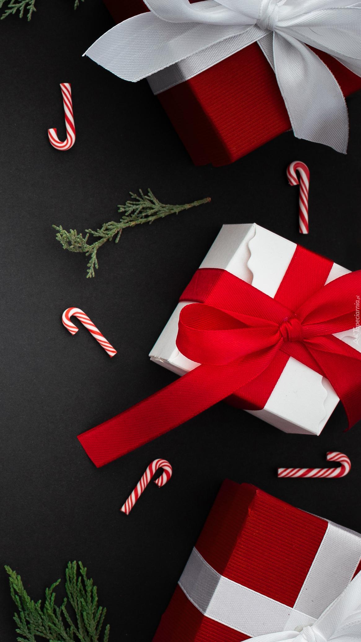 Prezenty świąteczne z kokardami