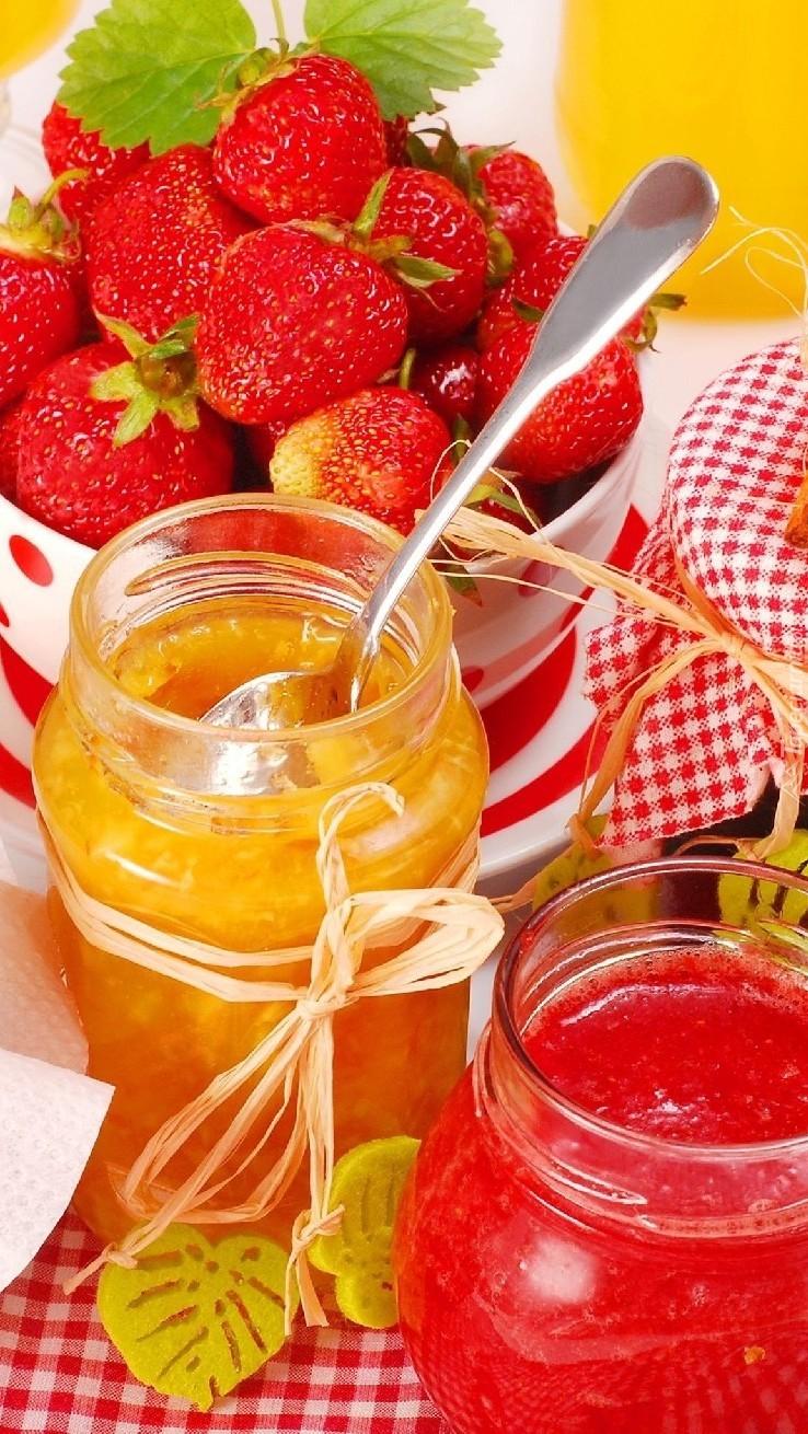 Przetwory owocowe w słoikach