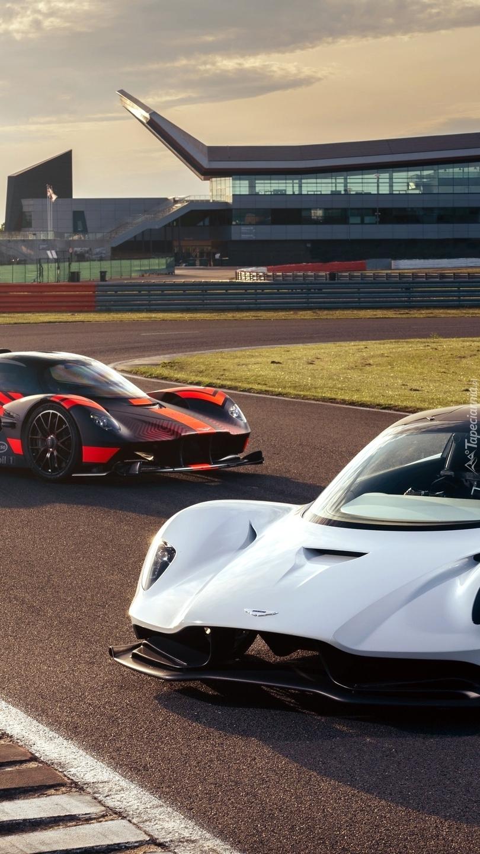 Przód  Aston Martin Valkyrie i  Aston Martin Valhalla