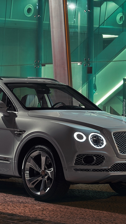 Przód Bentleya Bentayga Hybrid