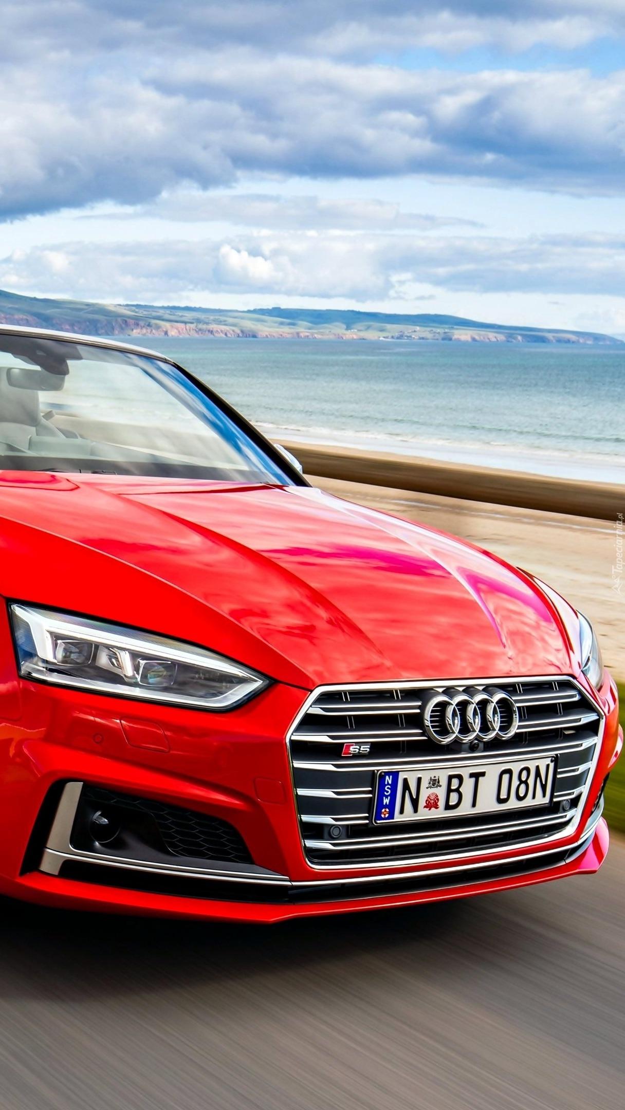 Przód czerwonego Audi