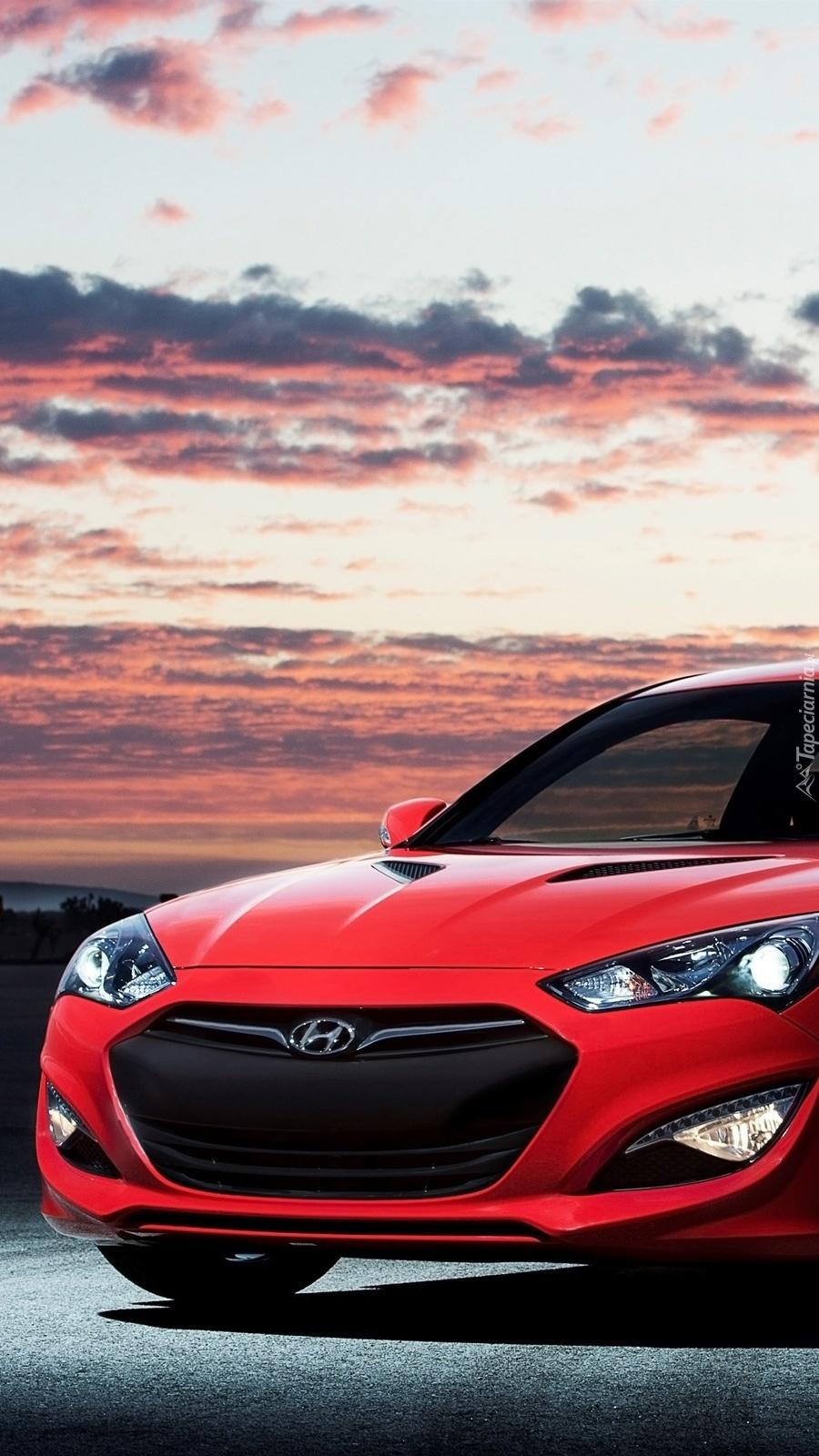 Przód czerwonego Hyundaia Genesis Coupe