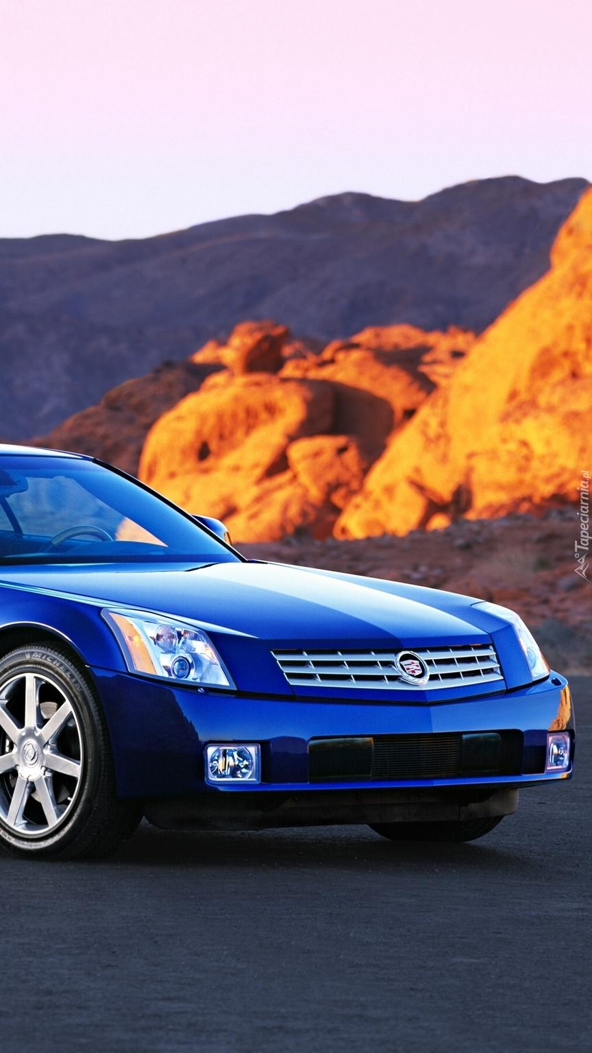 Przód niebieskiego Cadillaca XLR