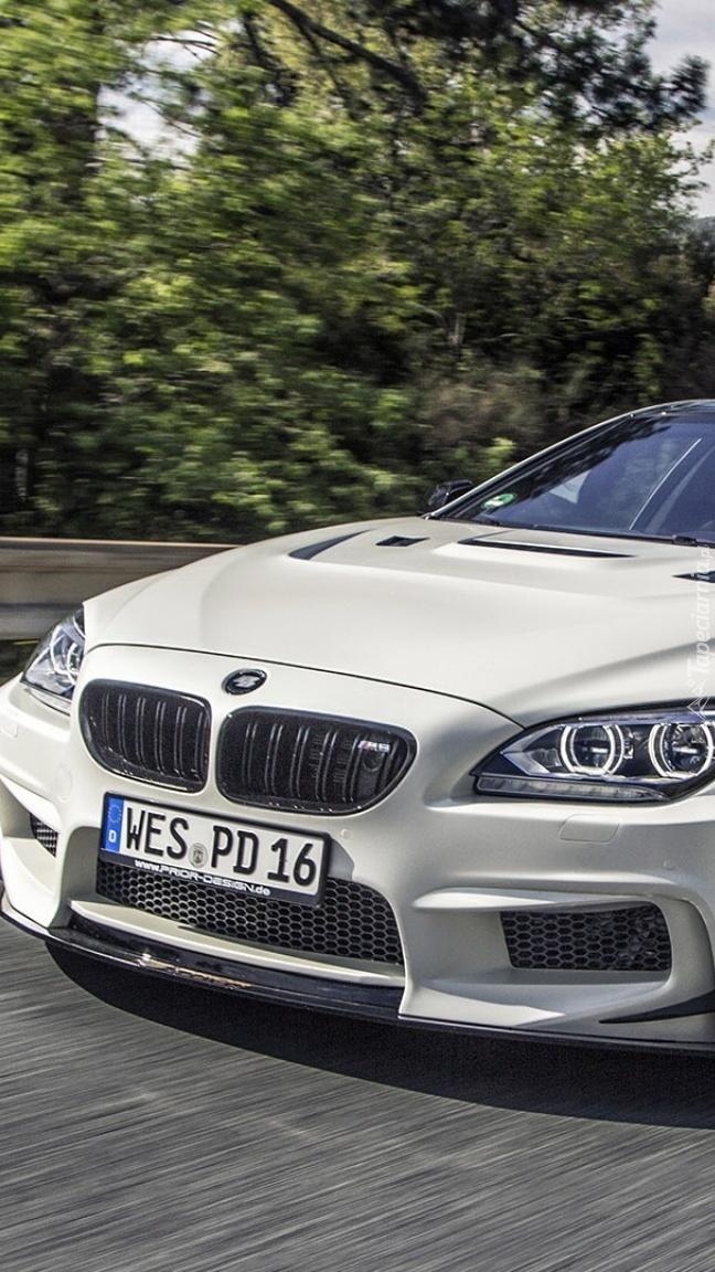 Przód srebrnego BMW